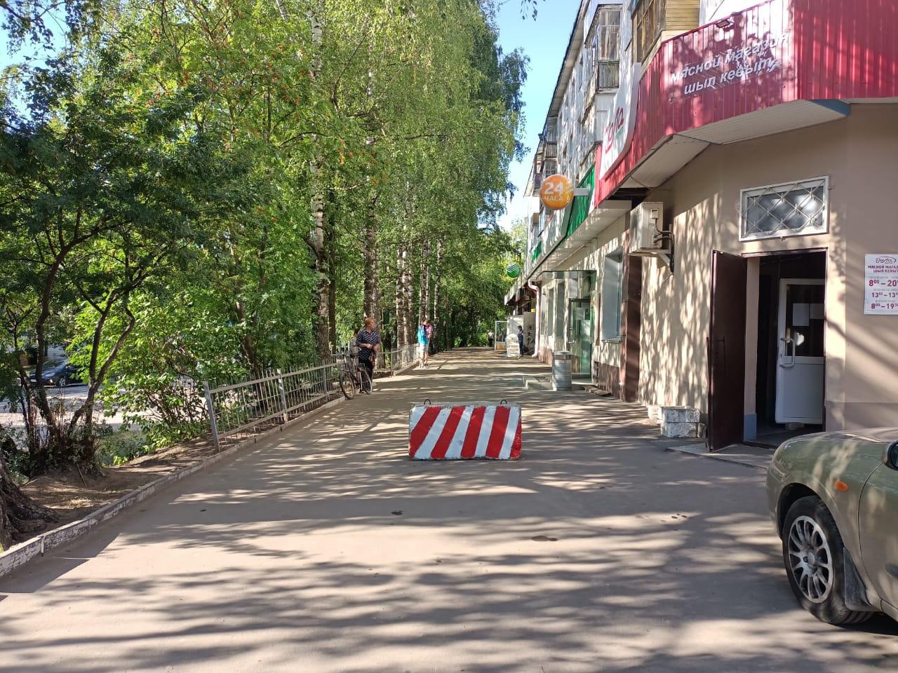 В Йошкар-Оле установили бетонный блок для разграничения разгрузки товара у магазина