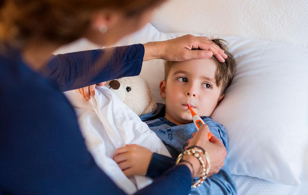 Ученый Коновалов заявил, что COVID-19 в легкой форме в будущем опасен для детей