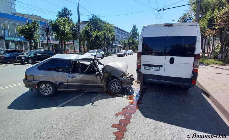 В Йошкар-Оле в ДТП с автобусом травмирована 20-летняя девушка