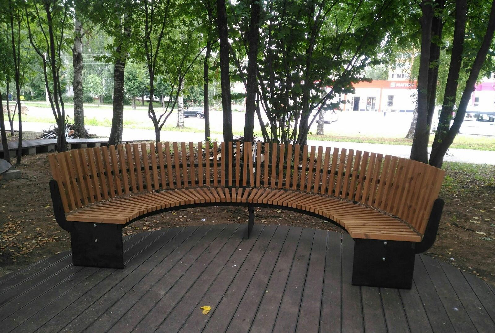 В Йошкар-Оле за ТЦ «Планета» появились оригинальные эко-скамейки