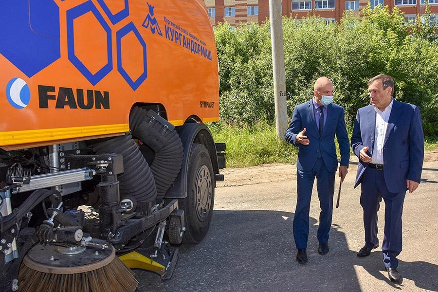 На улицах Йошкар-Олы начала работать новая дорожная техника от «Кургандормаша»