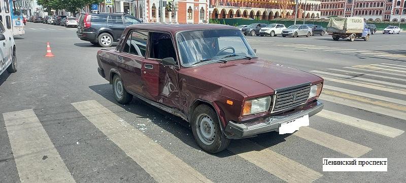 В Йошкар-Оле 83-летний водитель проехал на красный свет и совершил ДТП