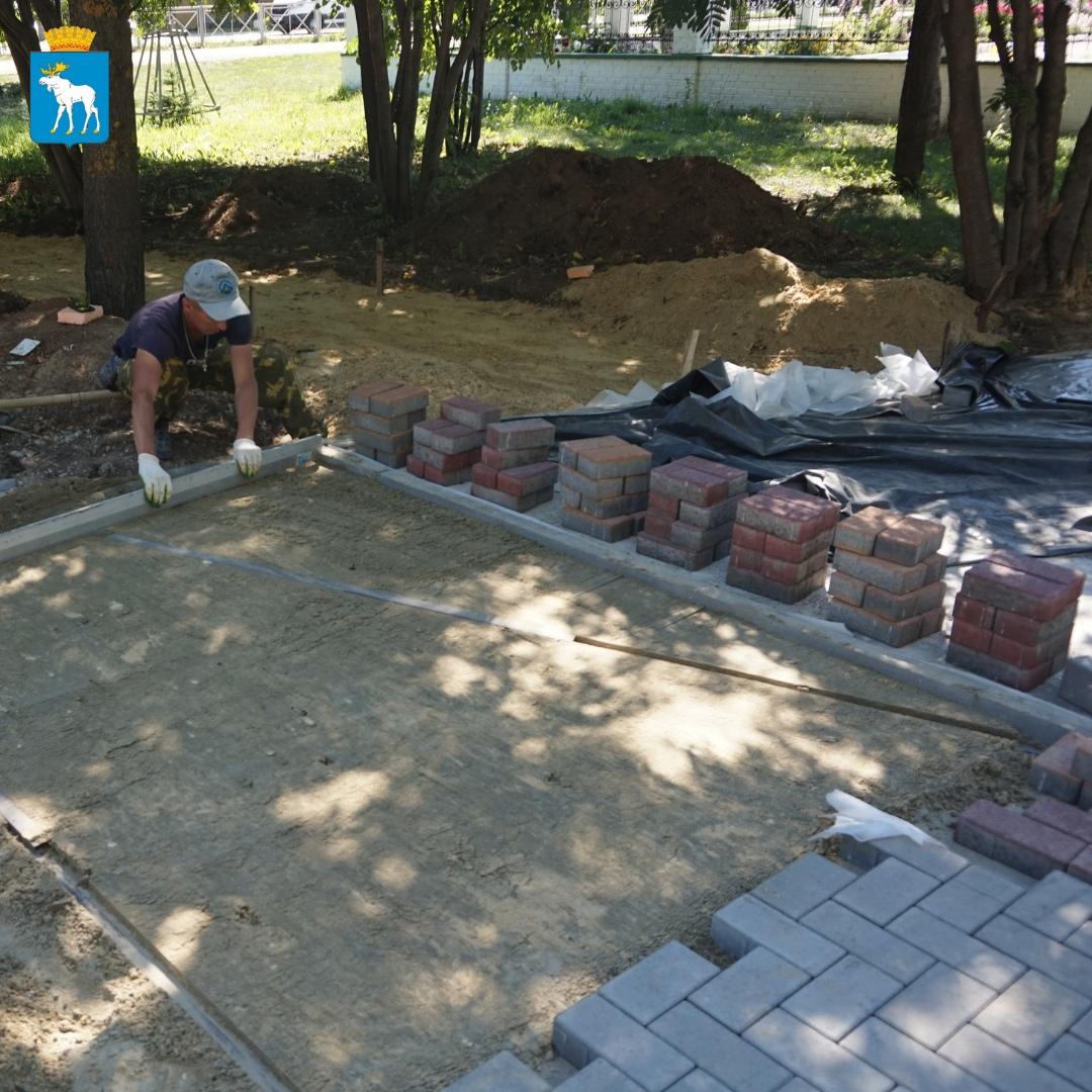 В Йошкар-Оле продолжаются работы по благоустройству территории за ТЦ «Планета»