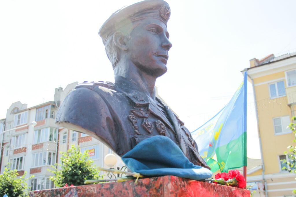 Глава Марий Эл поздравил десантников с Днем ВДВ