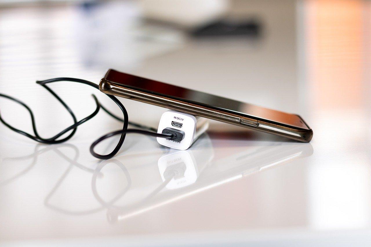 Названы симптомы скорой деградации аккумулятора смартфона