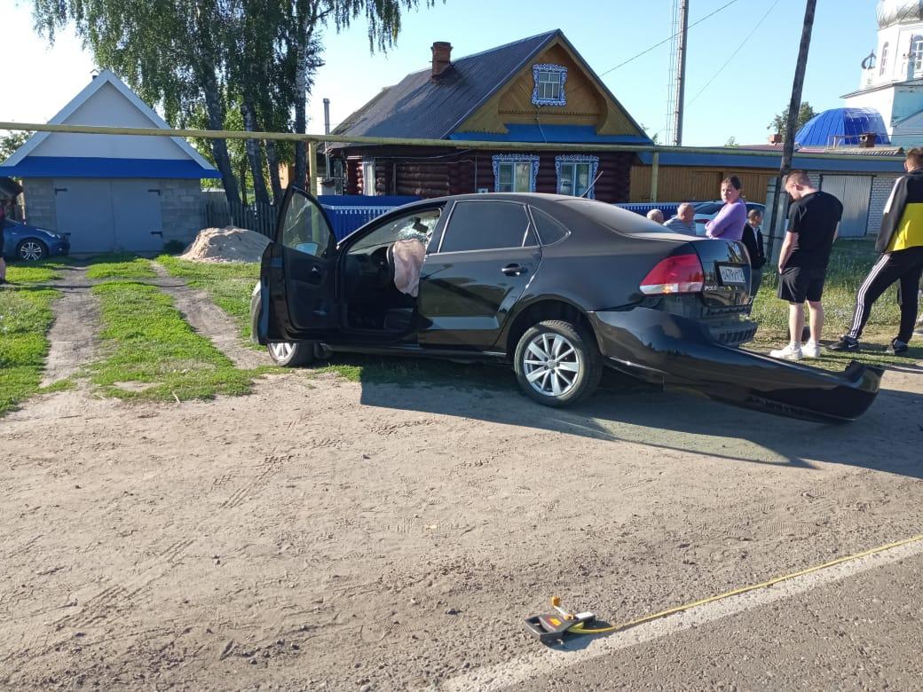 В Марий Эл 17-летняя девушка погибла при столкновении автомобиля со столбом