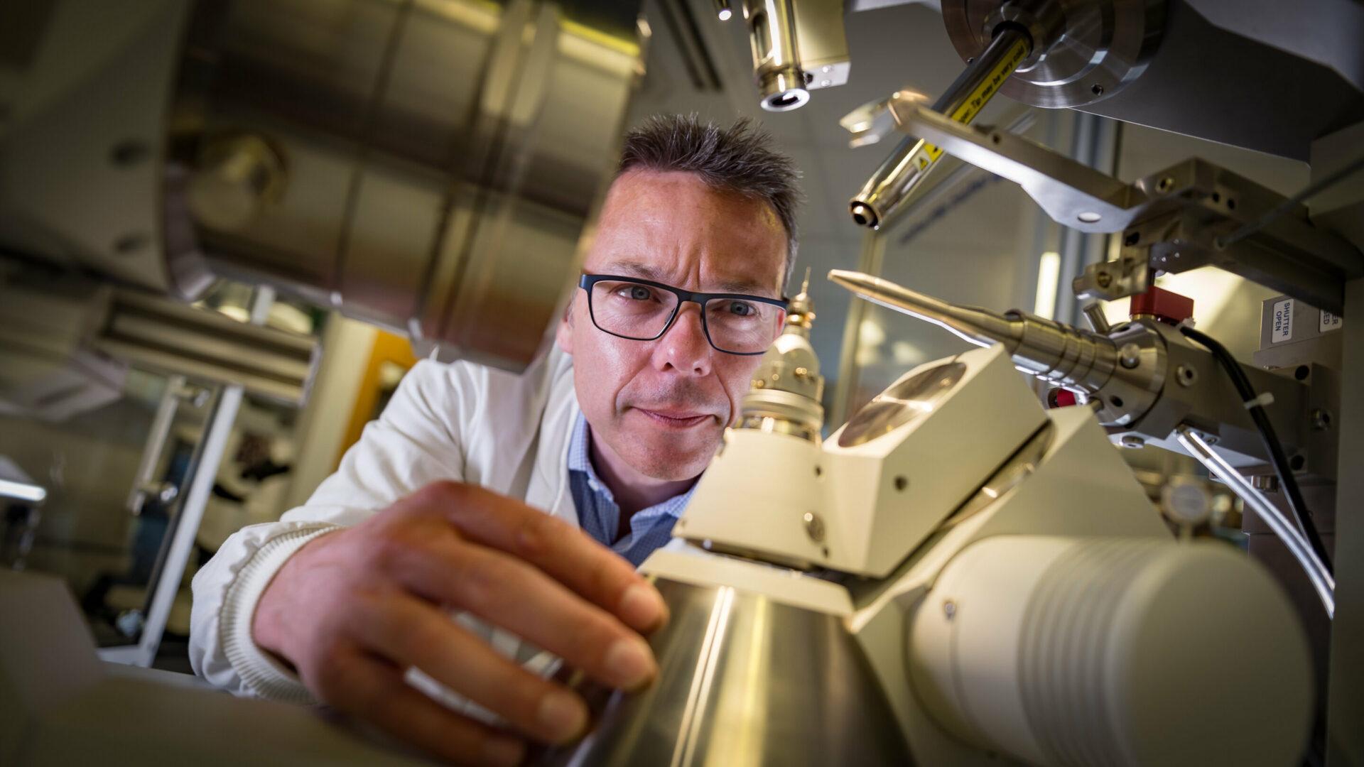 В лаборатории Лоуренса Беркли разработал самый тонкий магнит в мире