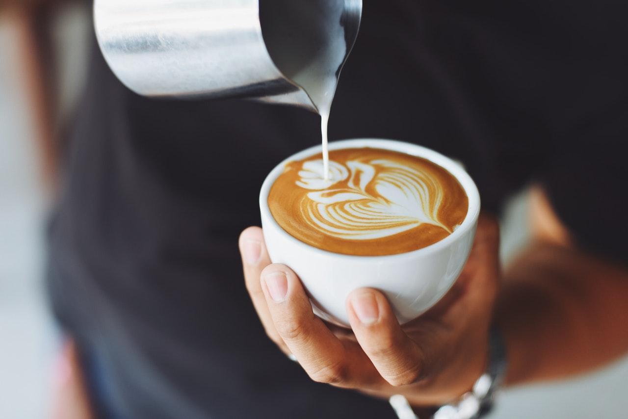 Одна чашка кофе снижает риск развития аритмии на 3%