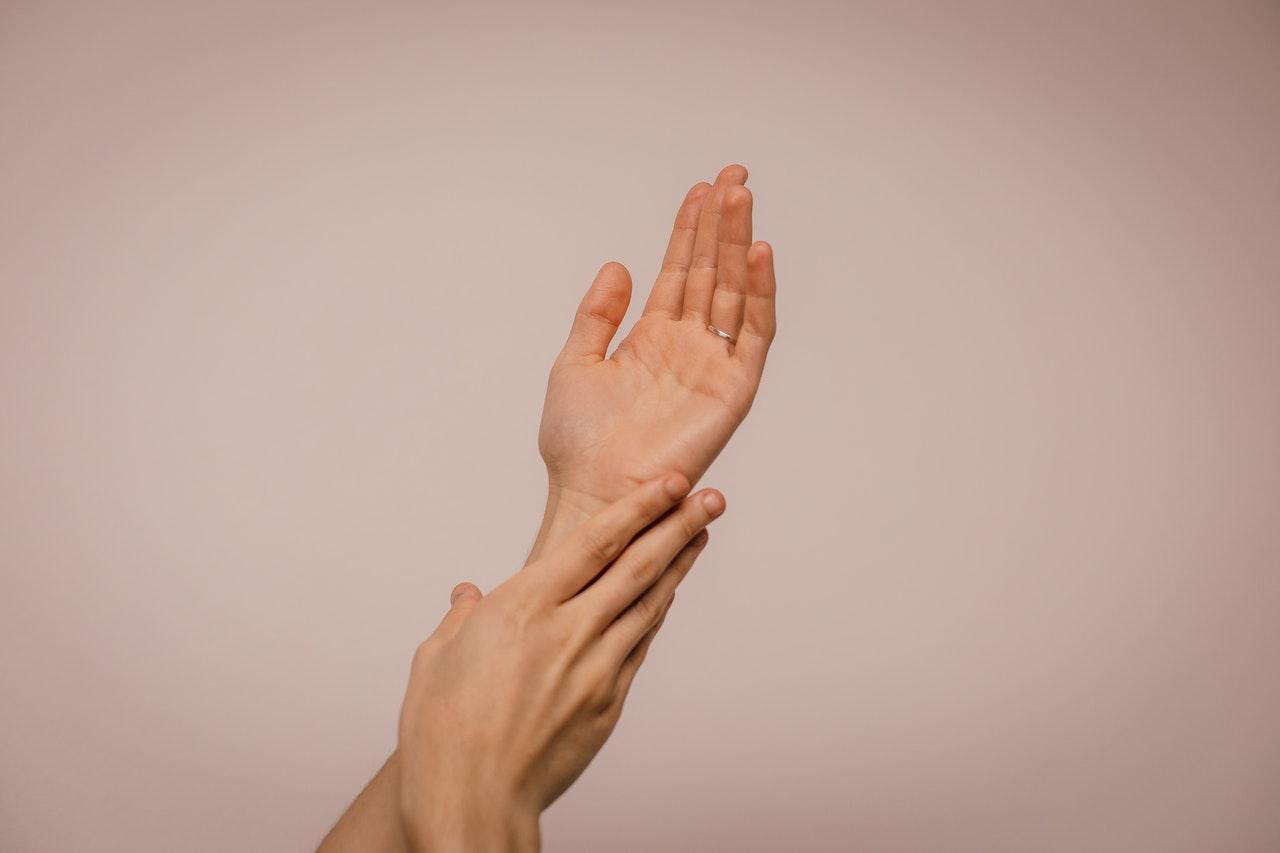 Синдром жесткой руки может указывать на диабет - Daily Express