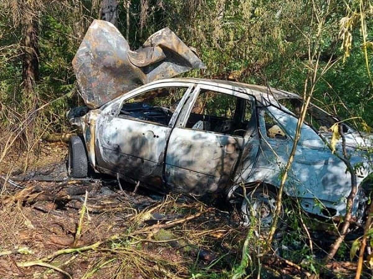 В Марий Эл иномарка загорелась после столкновения с деревом