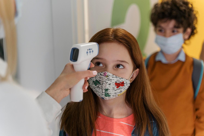 Врач Дроздова: перенесенный детьми коронавирус влияет на суставы, сердце и желудок