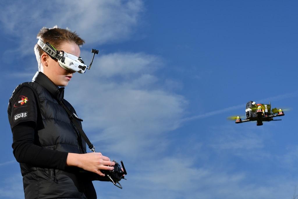 Автономный коптер впервые опередил в гонке пилотируемые аппараты