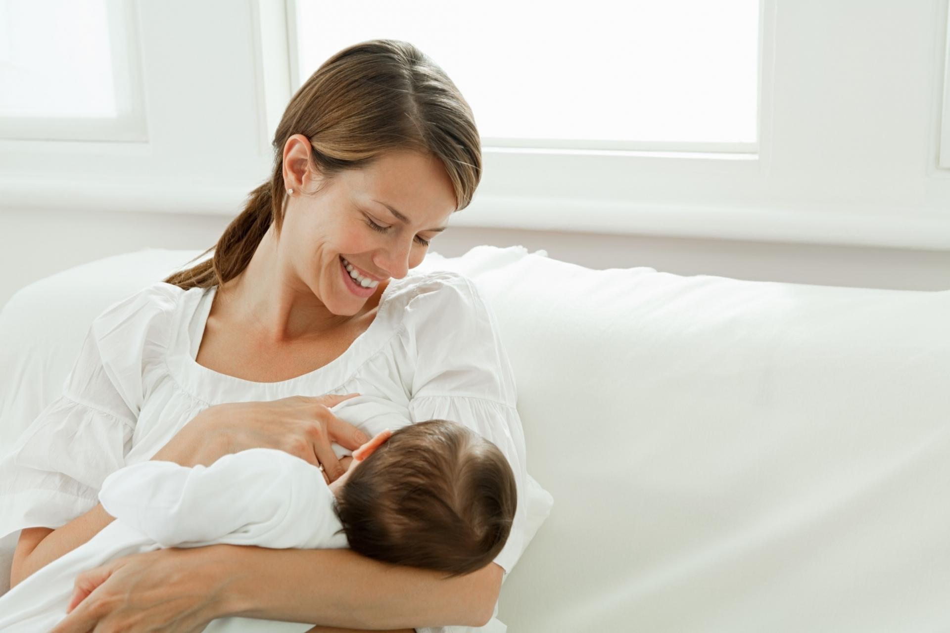 Вакцина от коронавируса COVID-19 не может проникнуть в грудное молоко