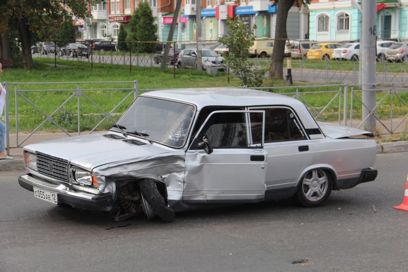 В Йошкар-Оле в ДТП с LADA Granta и ВАЗ-2107 пострадала женщина
