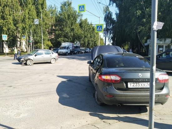 Сегодня в Йошкар-Оле столкнулись LADA и Renault