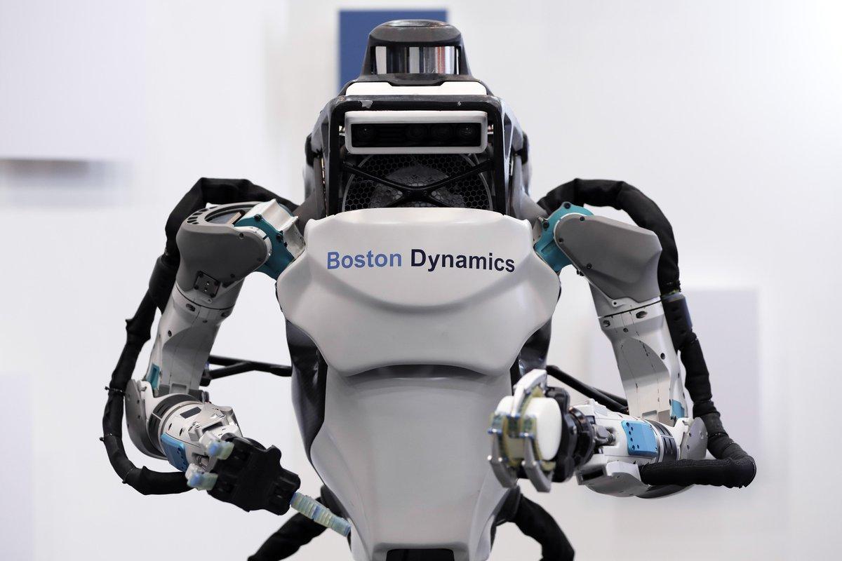 Инженеры Калтеха впервые создали робота, который может ходить и летать