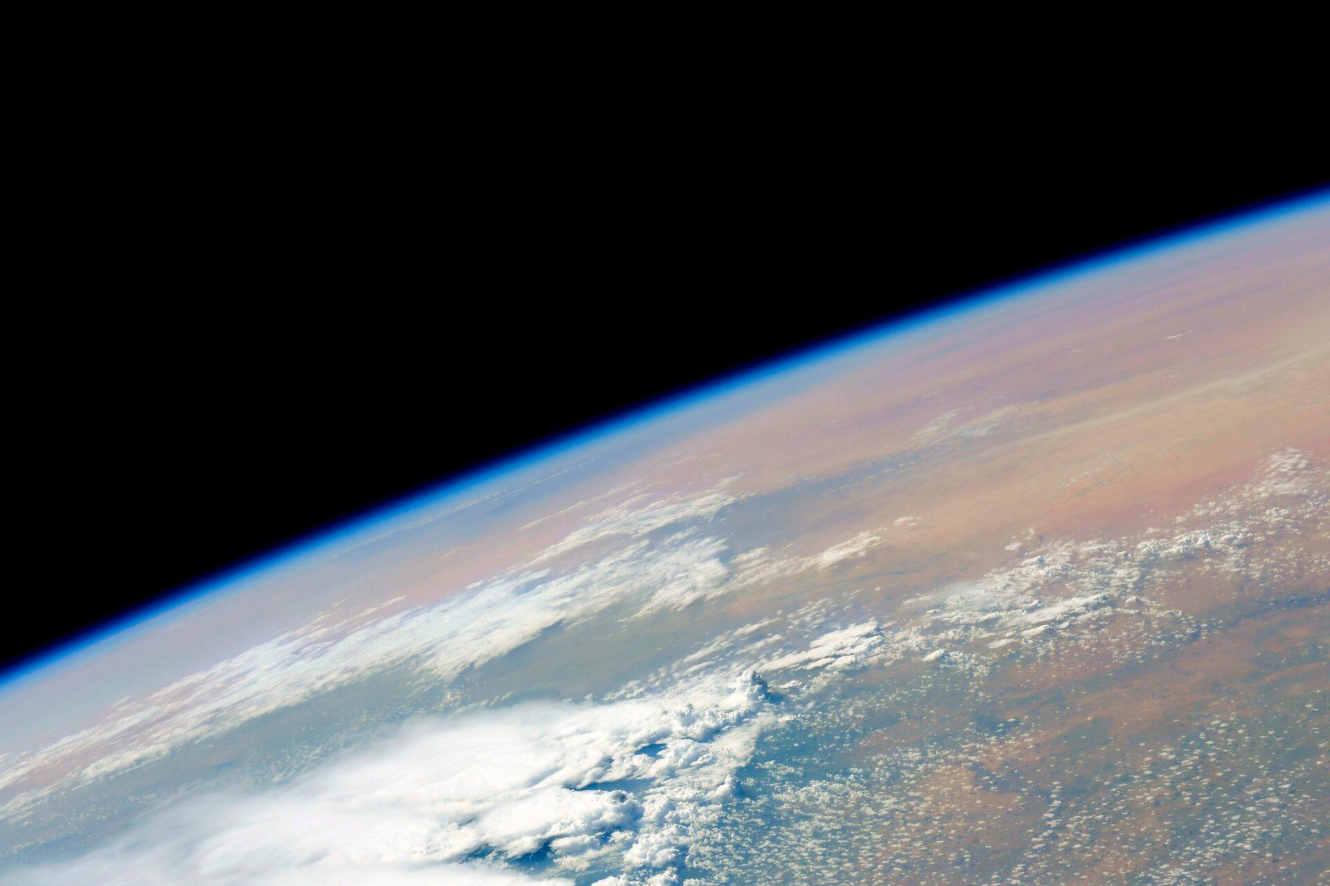 Космонавт из России Новицкий показал снимки Земли из иллюминатора нового модуля «Наука»