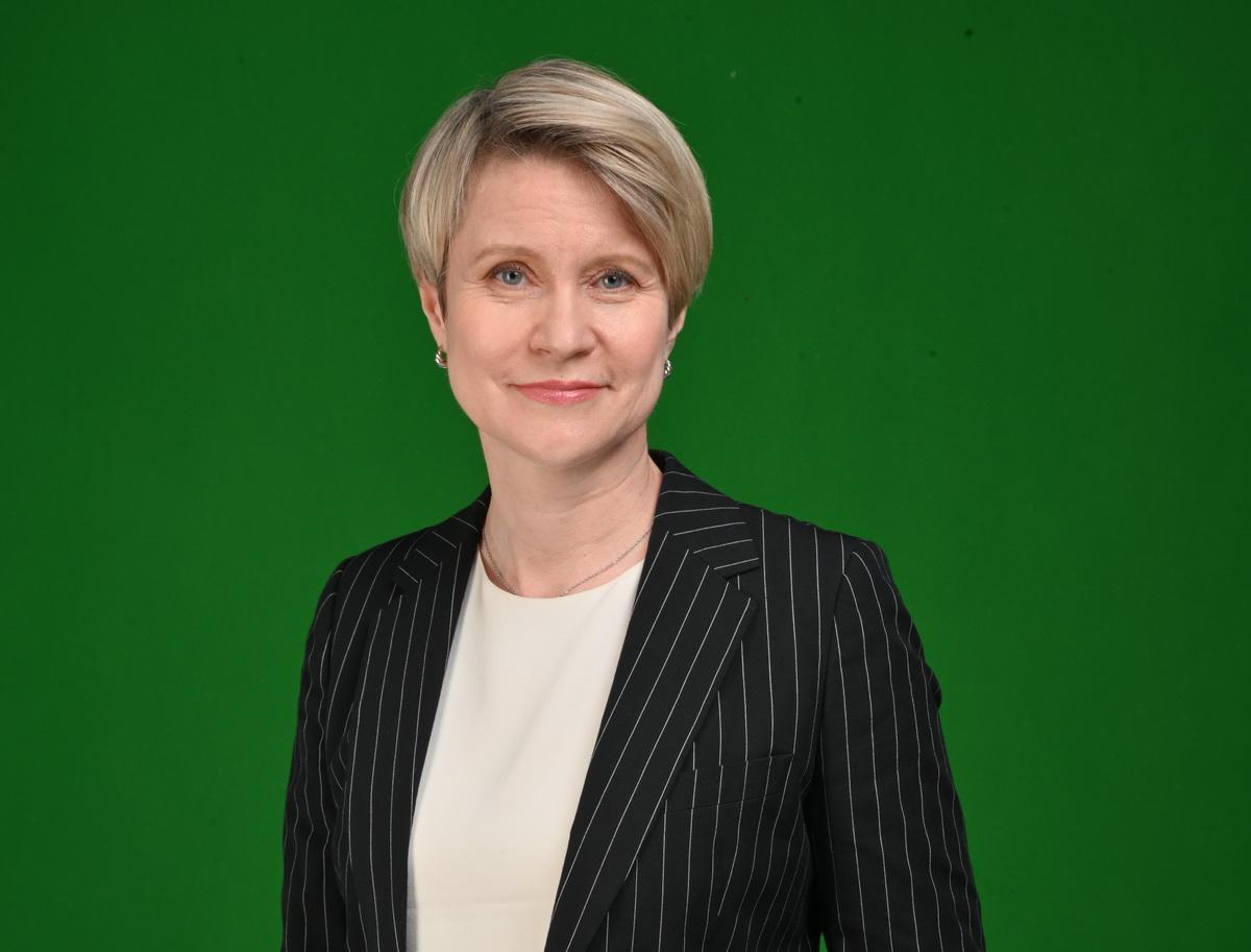 Елена Шмелева предложила снизить нагрузку на учителей