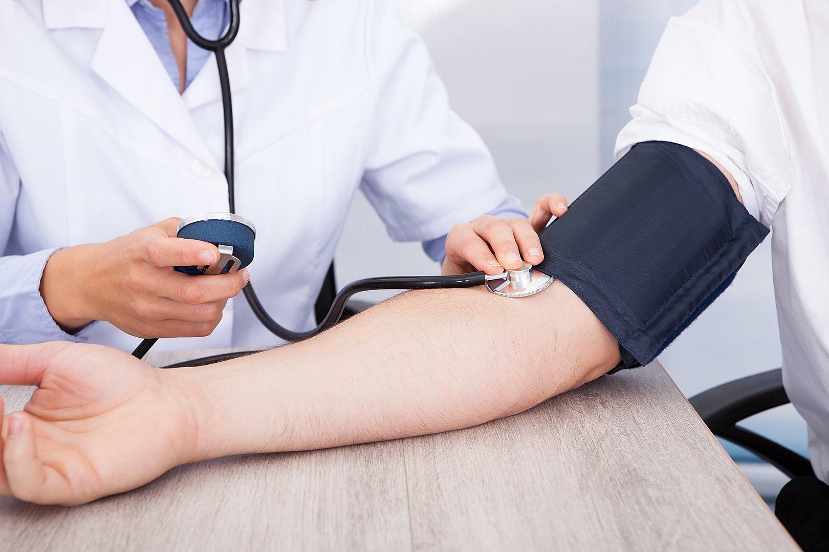 В присутствии врача артериальное давление может повышаться