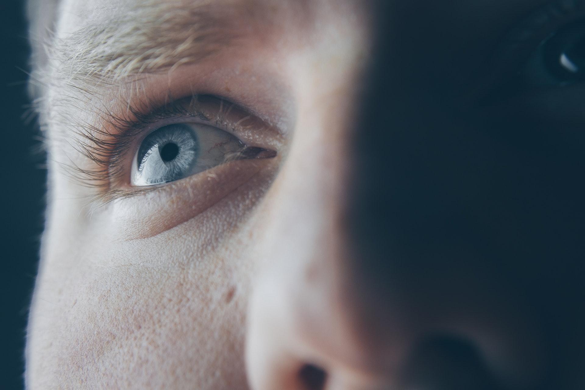Отложения амилоида на сетчатке глаза названы признаками болезни Альцгеймера