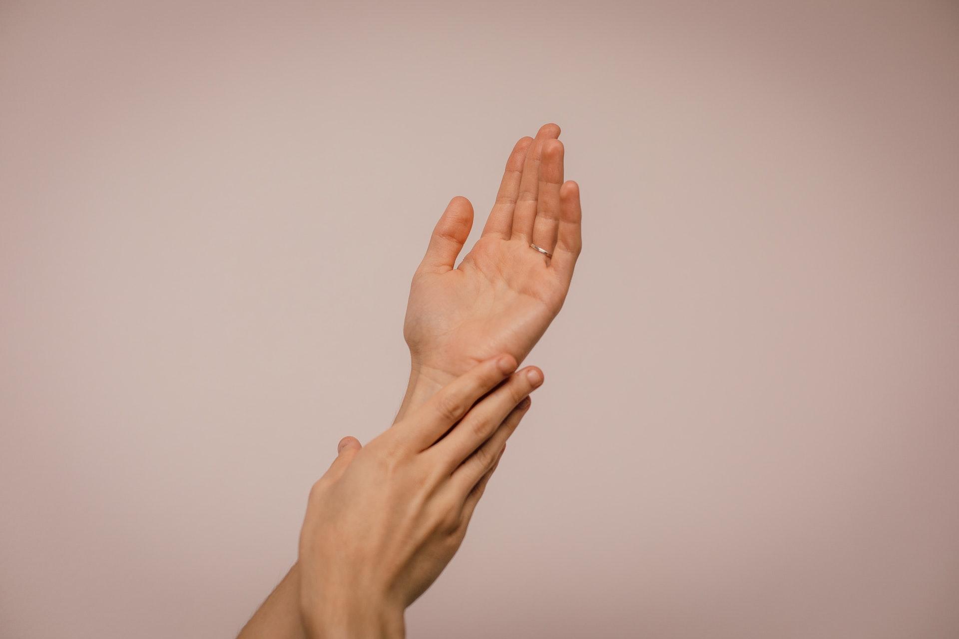 Mirror: изменение состояния ногтей  может быть признаком перенесенного COVID-19