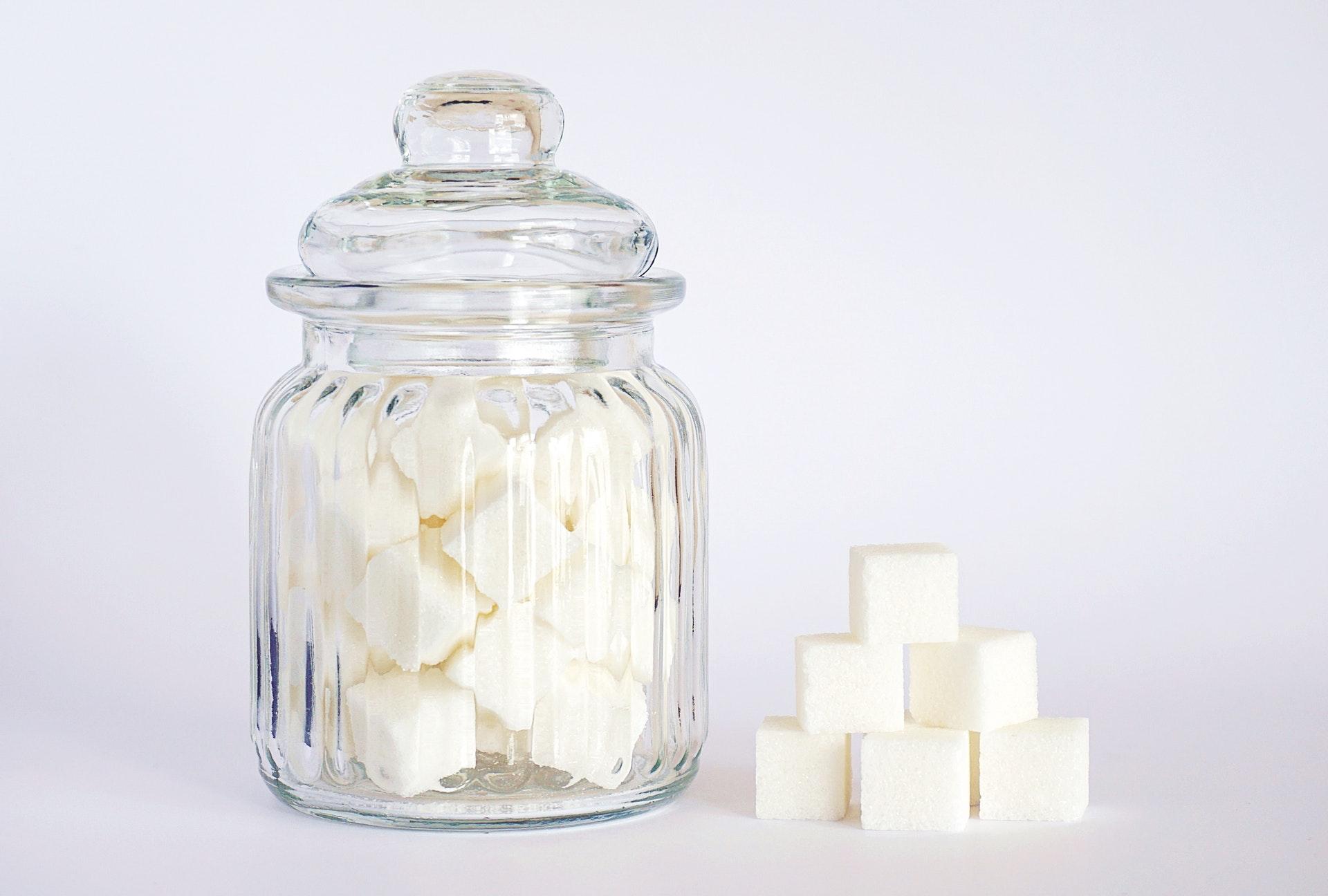 Врач Погожева: рекомендуемой нормой сахара следует считать около 50 гр в день