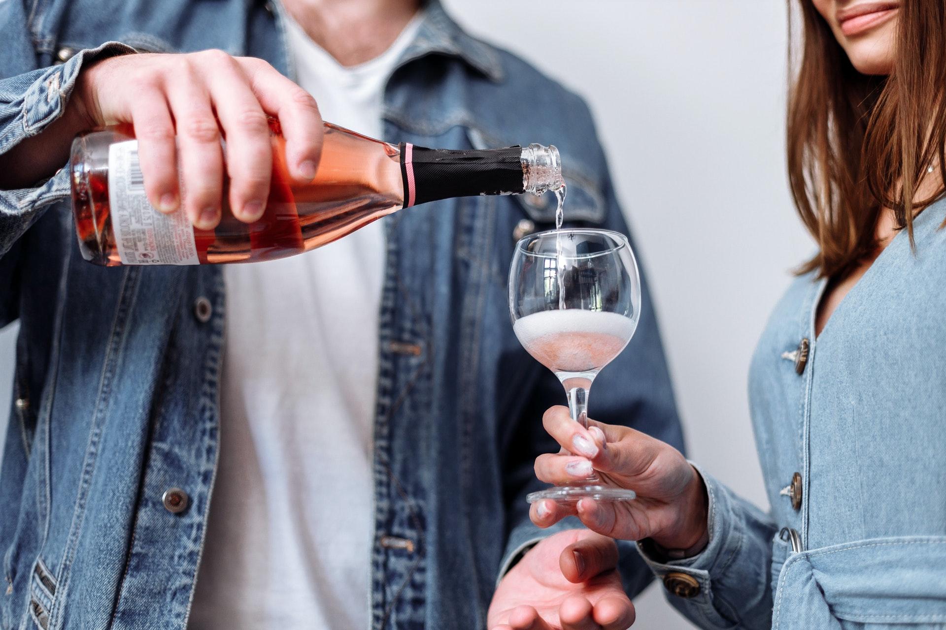 Злоупотребление алкоголем может увеличивать риск инфицирования коронавирусом вдвое