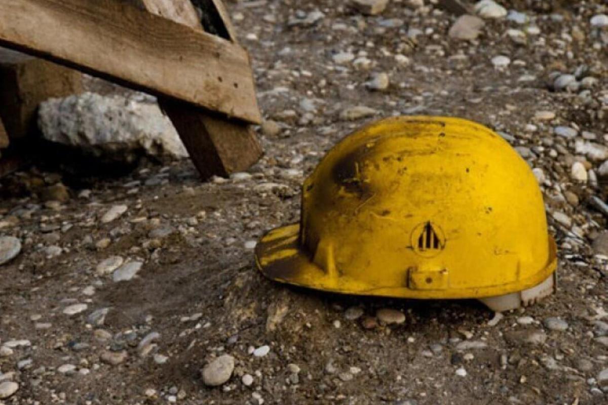 Рабочий в Йошкар-Оле получил тяжелые травмы при падении в яму с подъемником