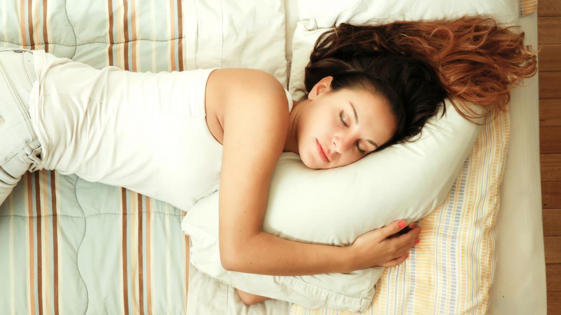 Врач Мясников опроверг миф о вреде сна на левом боку для здоровья сердца