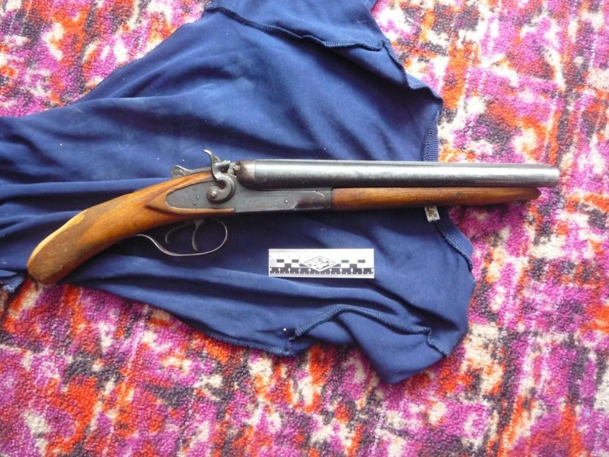 В Марий Эл местный житель незаконно хранил у себя оружие и порох