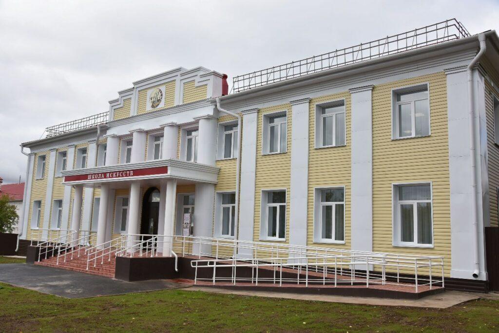 В Куженере капитально отремонтировали детскую школу искусств и основную школу