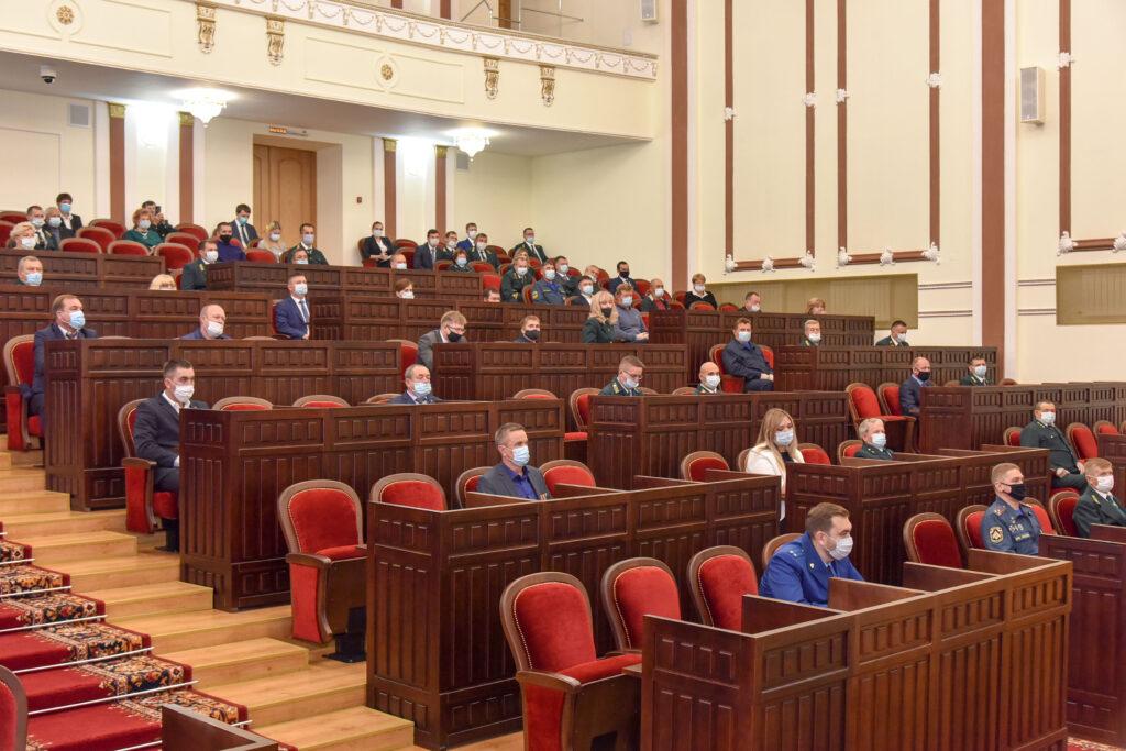 Глава Марий Эл вручил награды лесникам, пожарным, джиперам и добровольцам