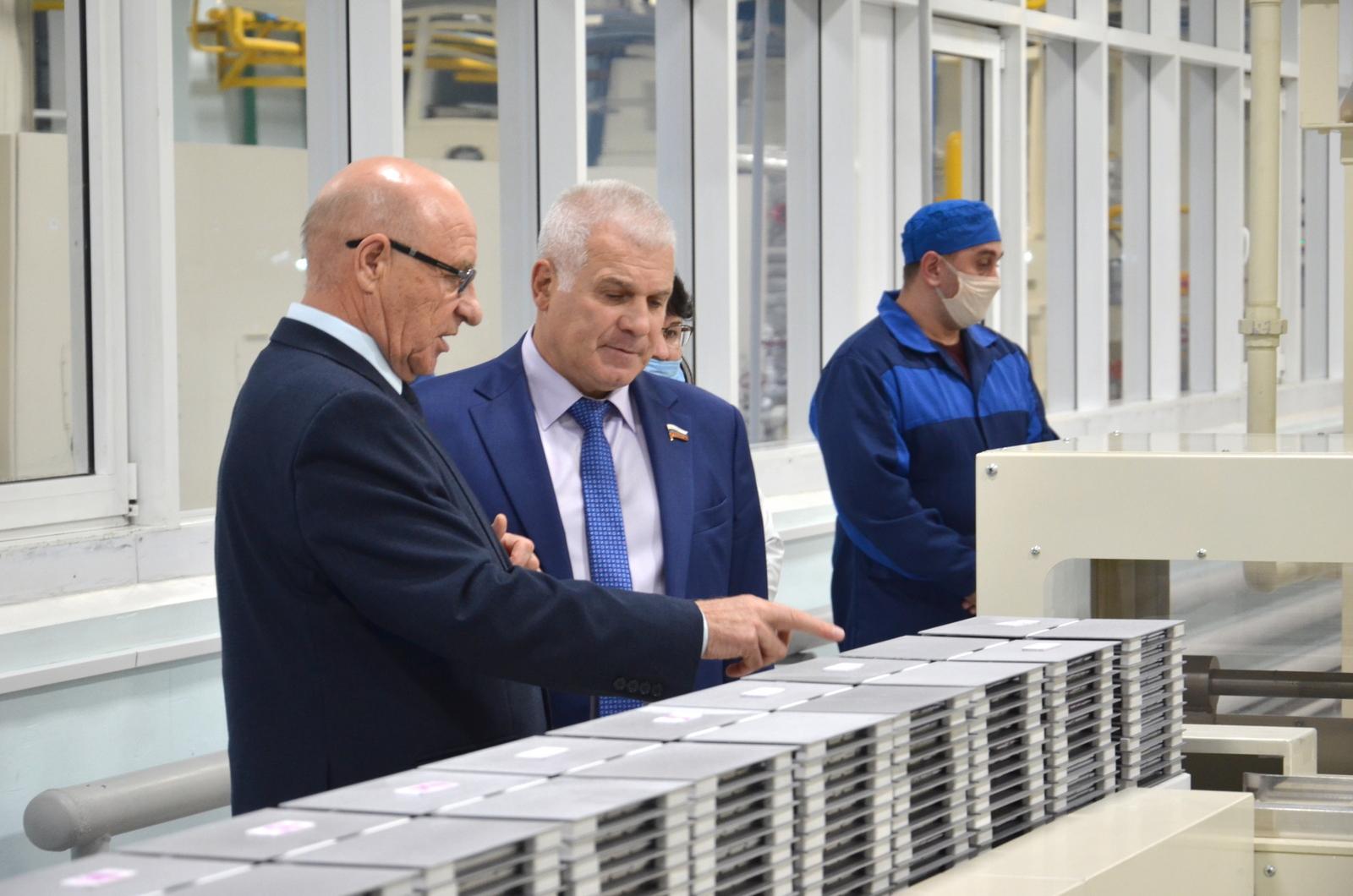 Сенатор Мартынов посетил в Йошкар-Оле Завод полупроводниковых приборов