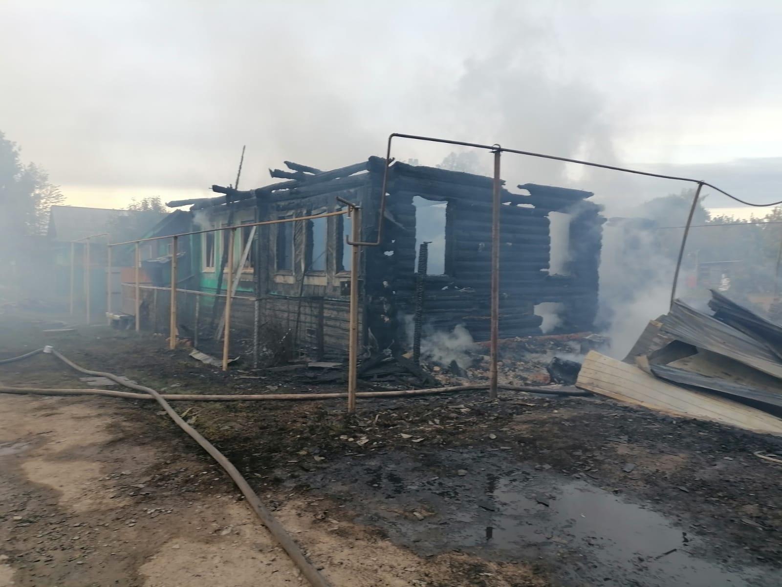 В Козьмодемьянске из горящего дома спасли женщину с сыном