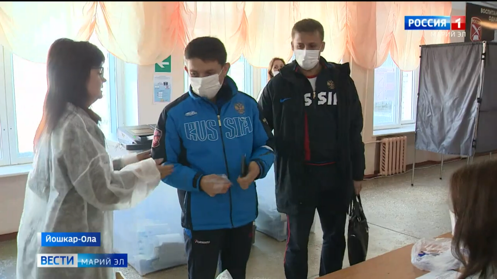 Паралимпиец Николаев пришёл на выборы в сопровождении наставника  в Марий Эл