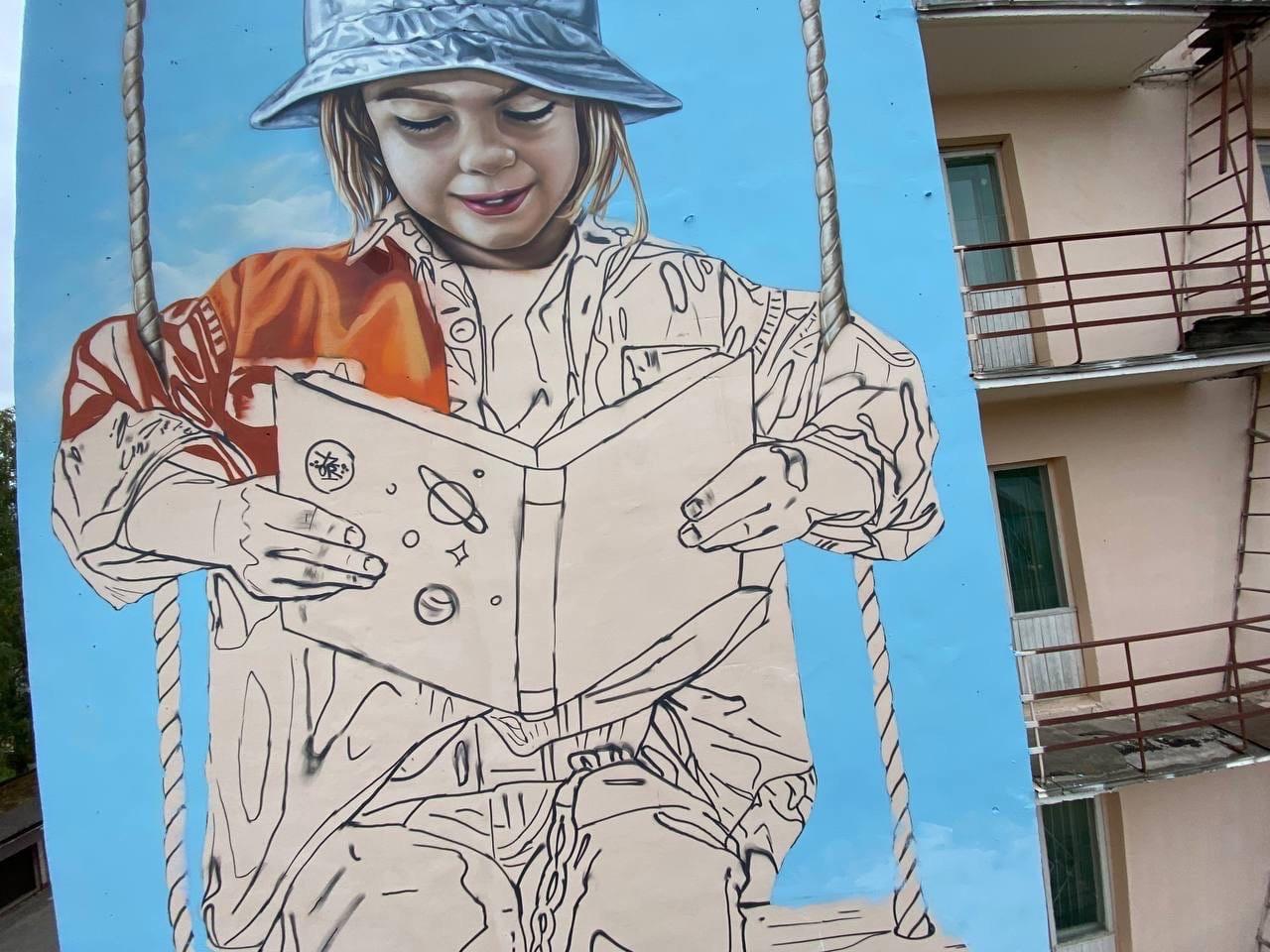 Художник Илья Белов завершает в Йошкар-Оле новое граффити