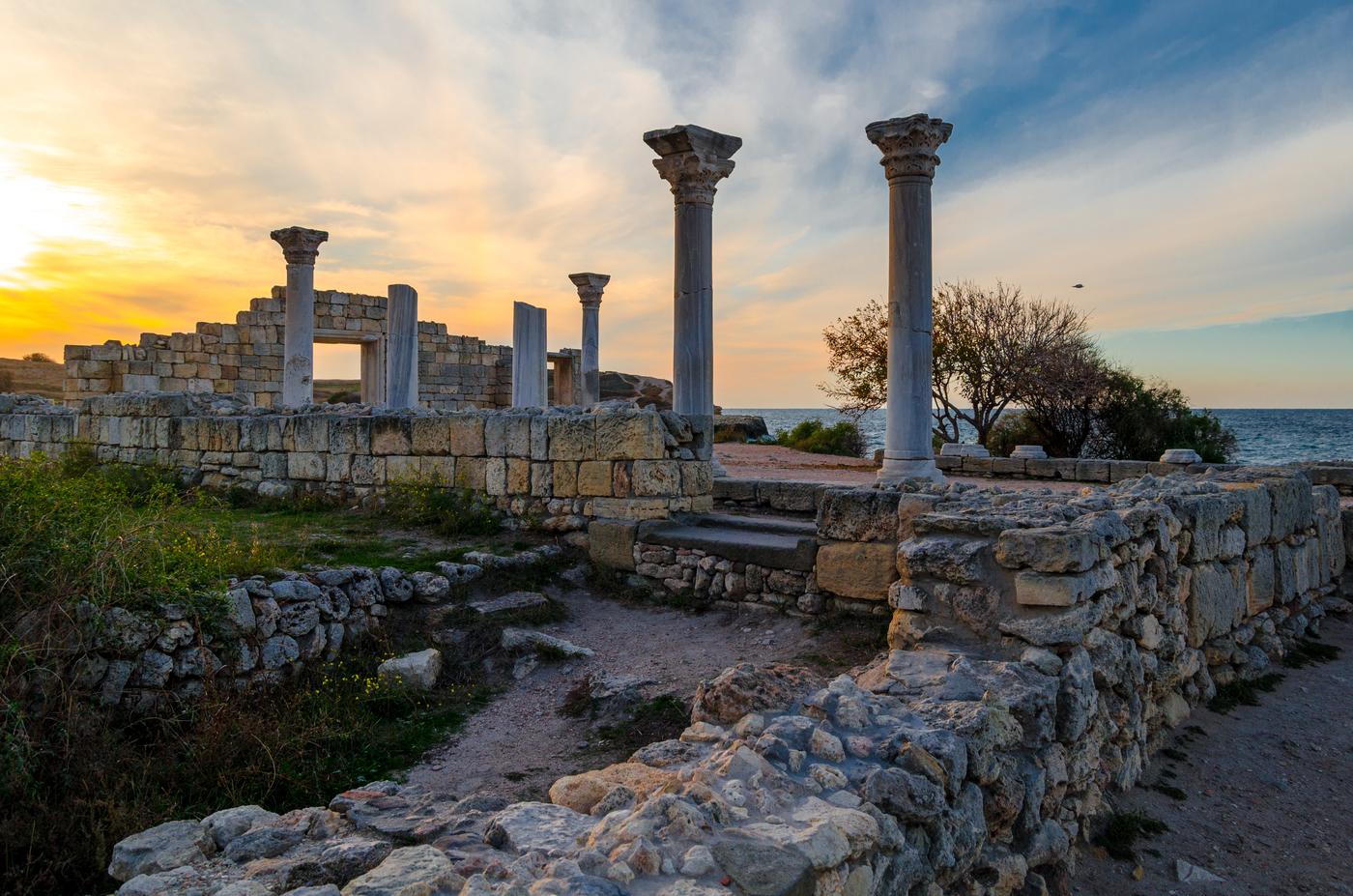 Археологи ИИМК РАН в пригороде древнего Херсонеса нашли изделия первых веков нашей эры