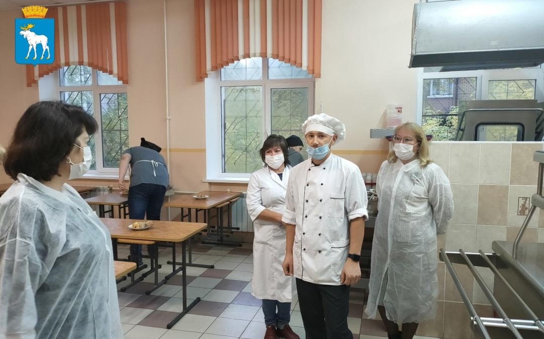 В Йошкар-Оле родители проверили столовую школы №6