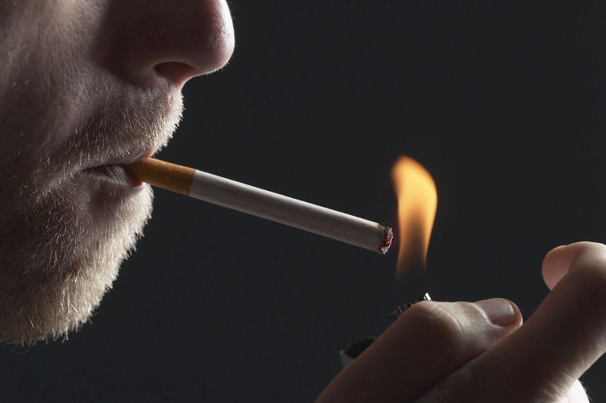 Курильщиков на 60–80% чаще госпитализируют из-за COVID-19