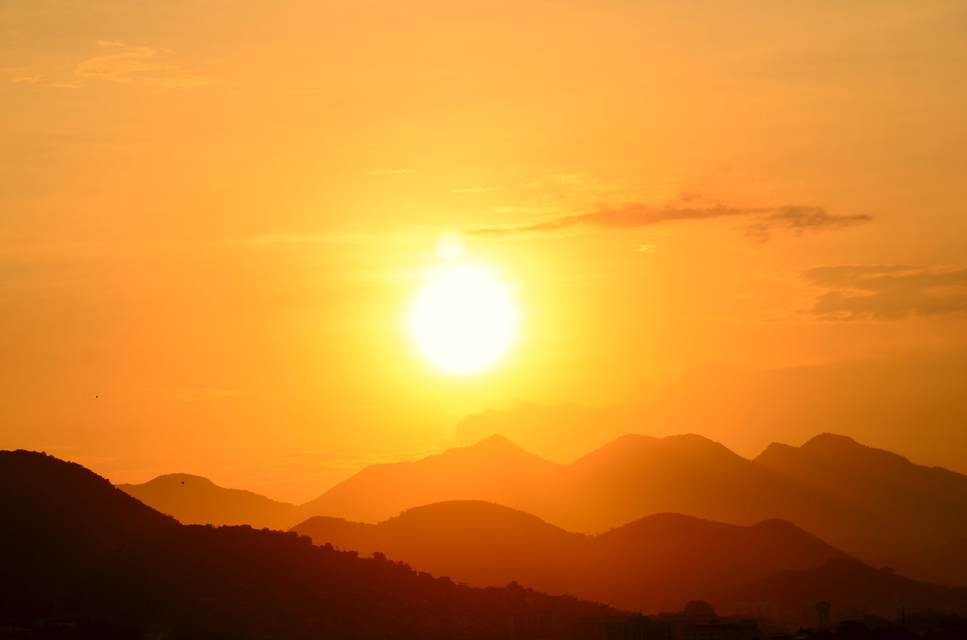 Радиоастроном Ганн: Солнце имеет зеленый цвет из-за электромагнитных волн