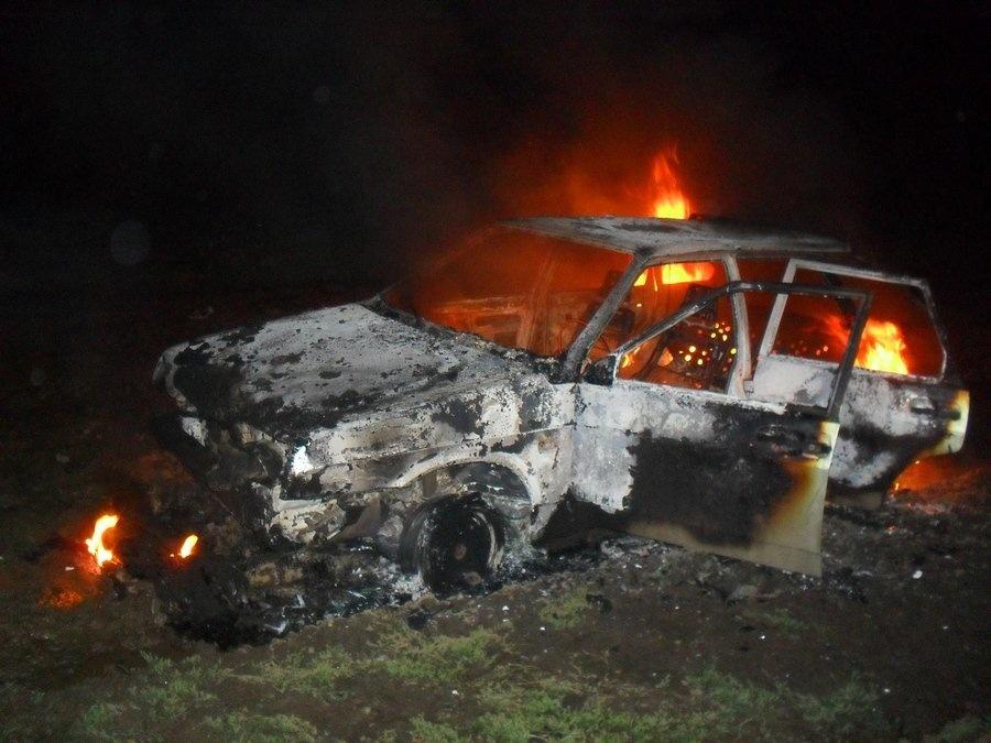 Ночью в Марий Эл пожарные тушили автомобиль и сарай
