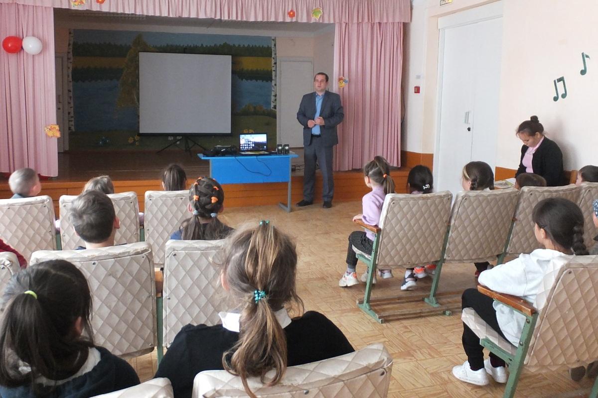 Энергетики «Мариэнерго» обучают школьников электробезопасности