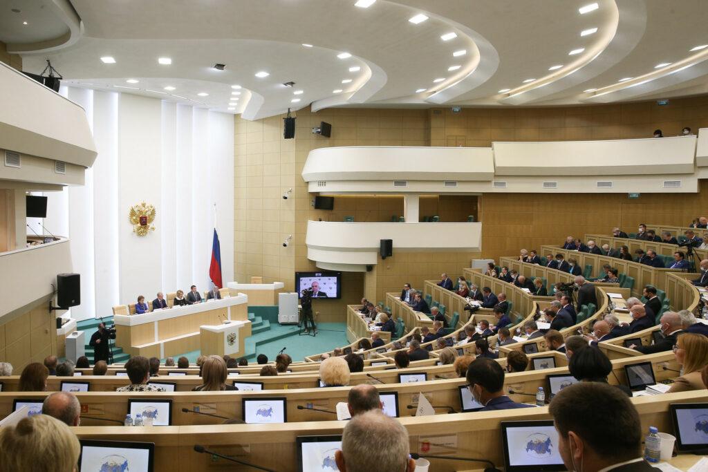 Сенатор Сергей Мартынов принял участие в парламентских слушаниях по федеральному бюджету