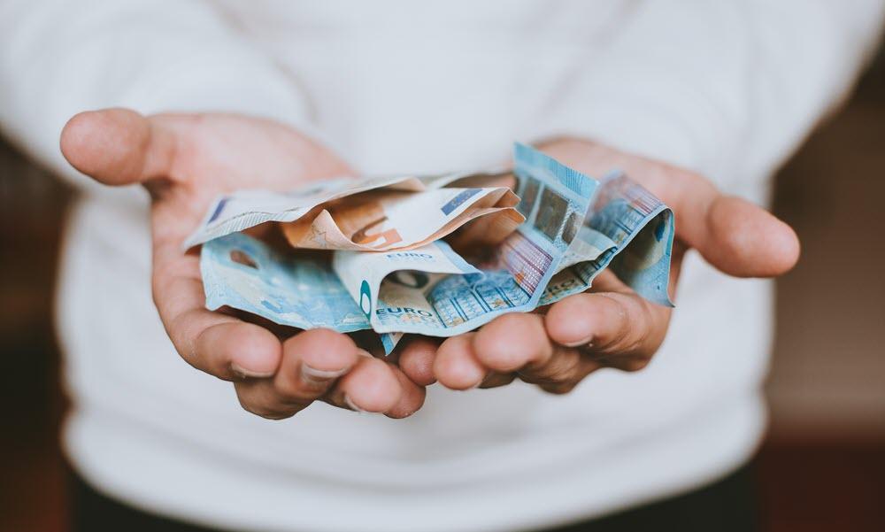 Исследование Bankiros.ru: Введенные правительством льготы сократили спрос на быстрые займы до зарплаты перед началом учебного года
