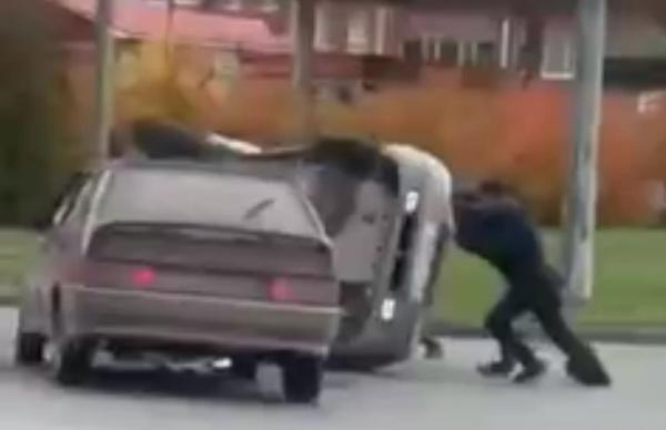 Автомобиль перевернулся в результате ДТП в Йошкар-Оле