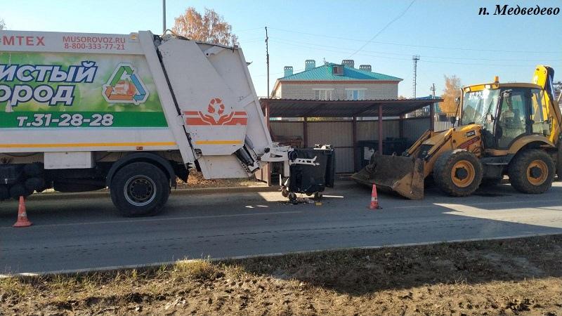 В Марий Эл в Медведево тракторист наехал на рабочего, занимавшегося погрузкой мусора
