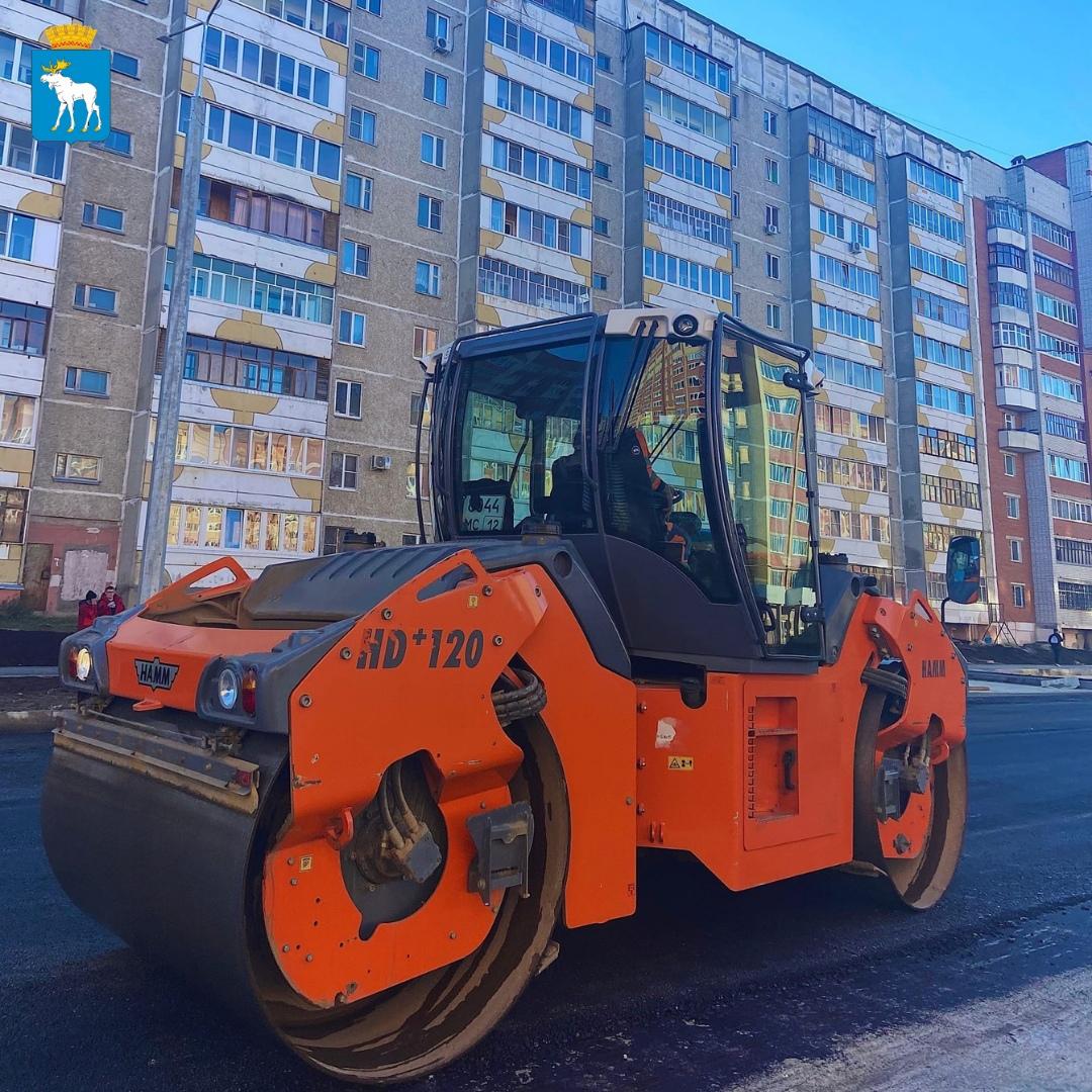 В Йошкар-Оле укладывают асфальт по бульвару Ураева
