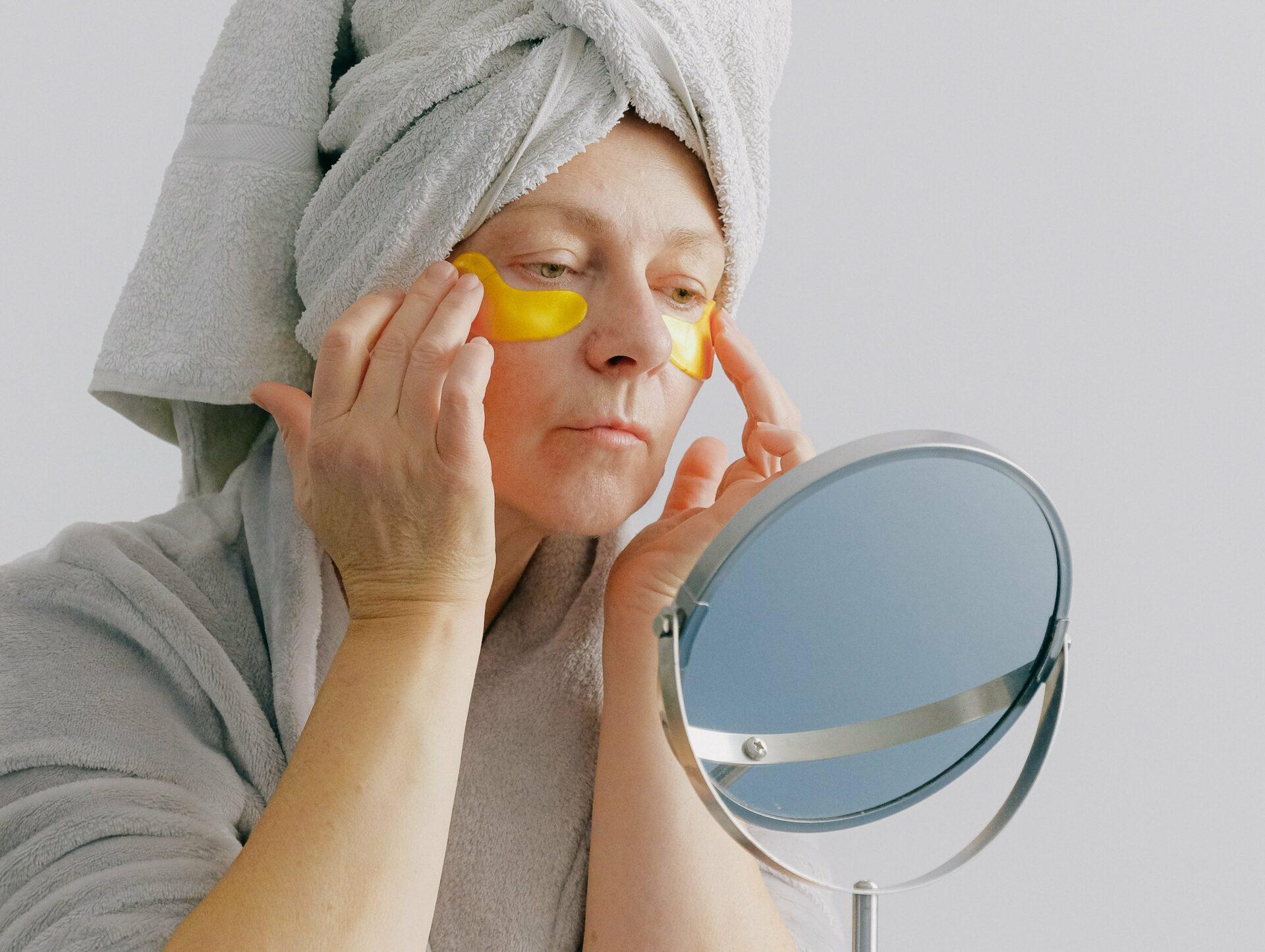 Четыре симптома на лице человека названы признаками нехватки витамина B12 в организме