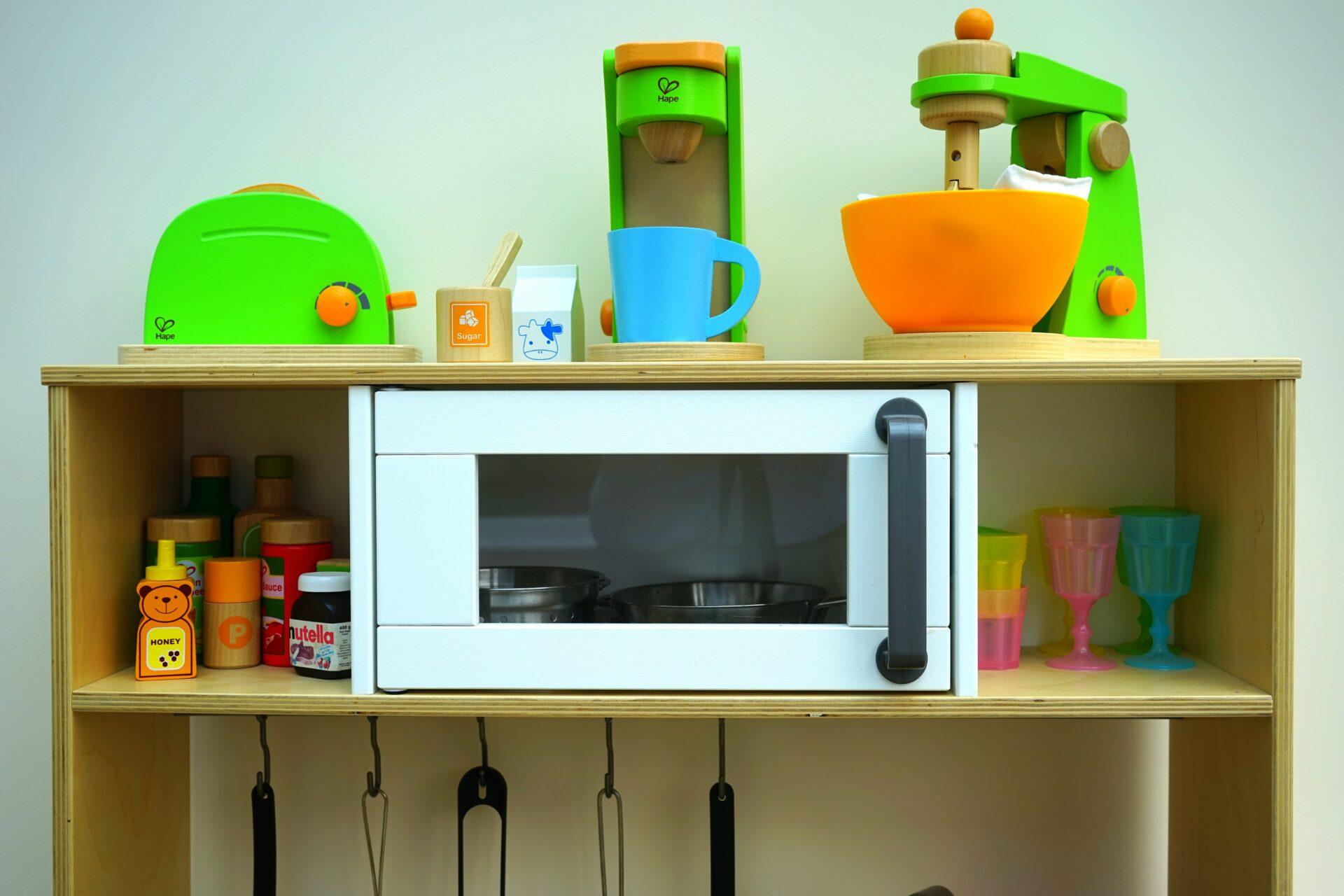 Диетолог Круглова: Разогрев микроволновкой еды в пластиковой посуде вреден