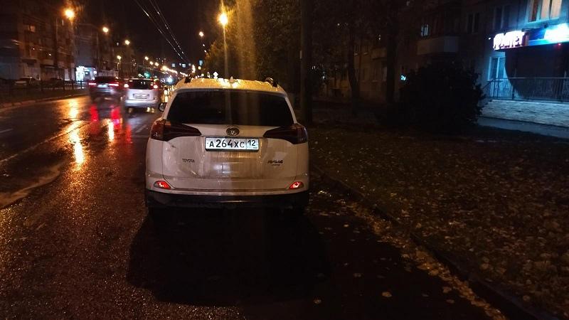 В Йошкар-Оле разыскивают очевидцев ДТП с участием Toyota RAV4